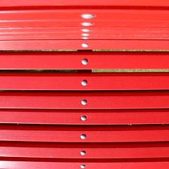 (fotovisiva) Tags: fotovisiva bench panchina rosso red parco park dots etuttoprendeunsenso sottosopra