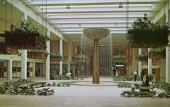 Winter Park Mall, Florida (SwellMap) Tags: postcard vintage retro pc chrome 50s 60s sixties fifties roadside midcentury populuxe atomicage nostalgia americana advertising coldwar suburbia consumer babyboomer kitsch spaceage design style googie architecture shop shopping mall plaza