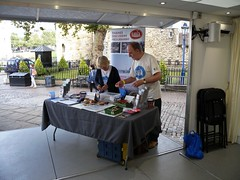 Yvonne and Martin setting up the TDP table in the Time Truck (Thames Discovery Programme) Tags: thamesdiscoveryprogramme toweroflondon riverthames london community archaeology foreshore fth01