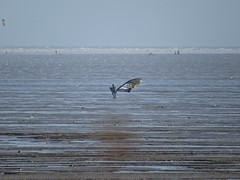 3509 Wind surfer heading for the sea (Andy panomaniacanonymous) Tags: 20160816 ccc coast kent kkk littlestoneonsea sea sss windsurfer www