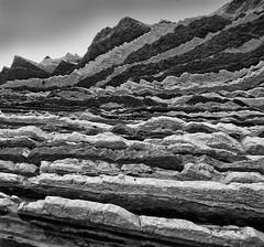 abstracto de flysch. (Luis M) Tags: blancoynegro monocromtico rocas flysch zumaia marcantbrico mar abstracto lneas geometra