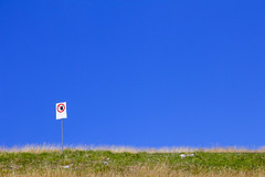 No Way (C_MC_FL) Tags: blue sky forbidden gras meadow simple minimalistic minimalism minimalistisch copyspace negativespace canon eos 60d info green blau himmel verbot verboten grass wiese einfach grn fotografie photography tamron b008 18270