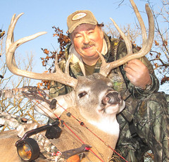 Roger Raglin with a nice whitetail (Dan Small Outdoors) Tags: buck whitetail whitetaileddeer dansmall outdoorsradio rogerraglin wisconsindeerclassic