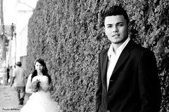 Lucas e Janaína (Paula Barbosa) Tags: bw modelos rua bp buquê vestido terno noiva noivo 5dmarkii paulabarbosa