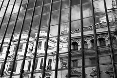 En el cristal (Sonia Montes) Tags: madrid bw white black byn blancoynegro canon 50mm urbana cristal reflejos soniamontes