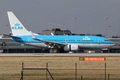 PH-BGQ - 2011 build Boeing B737-7K2, about to vacate Runway 05L on arrival at Manchester (egcc) Tags: golden boeing klm airfrance oriole b737 theflyingdutchman royaldutchairlines 3675 skyteam 39256 b737ng b73g b7377k2 phbgq