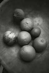 fruit bowl (frntprchprss) Tags: blackandwhite fruit tangerines clementines woodenbowl pple jamesgehrt