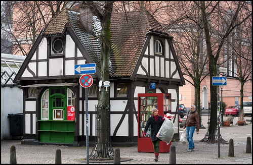 Wuppertal-Elberfeld. Kiosk and public convenience, half-timbered