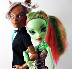 Silver and Venus (nonaptime) Tags: ooak repaint reroot customdoll monsterhigh clawdwolf venusmcflytrap