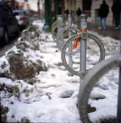 Toronto late winter (Raf Ferreira) Tags: street snow toronto ontario canada 120 film rollei rolleiflex kodak sidewalk f 100 28 rafael uc expired ferreira peixoto 28c xenotar