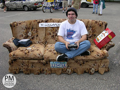 Couchmobile (Paul McRae (Delta Niner)) Tags: 2005 minnesota minneapolis sofa remotecontrol mn potatochips artcar settee olddutch couchmobile