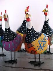 d'angolas (fabriciabarcelos) Tags: galinha artesanato decorao madeira galinhas artesanatomineiro
