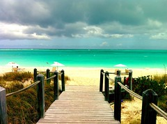 Paradise (_Paula AnDDrade) Tags: ocean travel blue sea color nature water colors azul cores island mar colorful peace rest caribbean cor ilha viajem turksandcaicos tci caribe providenciales