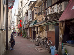 A good place to read? (kasa51) Tags: street city people japan bar lumix reading tokyo alley olympus panasonic pancake 20mm omd    f17 em5