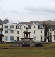Putting Campbell On The Map (Bricheno) Tags: snow fountain golf scotland escocia szkocja schottland ayrshire largs scozia puttinggreen écosse 蘇格蘭 escòcia σκωτία स्कॉटलैंड bricheno campbellfountain scoția