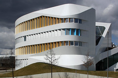 Centre for Virtual Engineering Stuttgart (bcmng) Tags: white facade transformation stuttgart unistuttgart benvanberkel carolinebos whitearchitecture fraunhoferinstitut zve hybridarchitecture stuttgartarchitecture centerforvirtualengineering facadetransformation