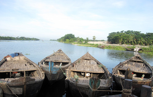 Boats are a common  means of transport in southern Bangladesh. Photo by Jharendu Pant, 2010.