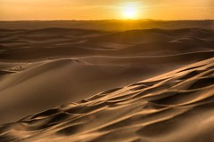 La mer de sable (Deaerreio) Tags: africa travel viaje sunset sea naturaleza sun mer sol sahara nature set de landscape atardecer photography mirror la mar photo high sand foto photographer desert dynamic sony culture sable paisaje arena morocco arab maroc arabe espejo rey translucent desierto garcia fotografia alpha puesta mapping marruecos range alto tone hdr cultura slt 65 fotografo tono mapped dario dinamico rango photomatix mhamid a65 translucido mapeo