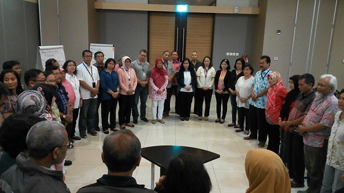 "Kompas Gramedia. Sesi refleksi setelah acara training pra purnabakti • <a style=""font-size:0.8em;"" href=""http://www.flickr.com/photos/41601386@N04/27897848713/"" target=""_blank"">View on Flickr</a>"