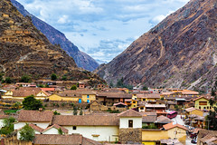 (Voyages Lambert) Tags: ollantaytambo urubambavalley pisac cuzco inca history multicolored old architecture urbanscene peru theamericas andes mountain valley village town picchu peruvianculture