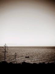 La casa in riva al mare.. (Vicio 23) Tags: ricordi barca sea mare riva casa tonnara trapani sanvitolocapo nero bianco bw sicily sicilia