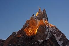 Karpogoro: Sunrise on Sosbun Brakk (Shahid Durrani) Tags: biafo glacier karakorams gilgit baltistan pakistan