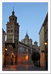 Catedral y Torre Mudjar - Teruel (Lourdes S.C.) Tags: horaazul catedrales catedraldeteruel calles callesconencanto farolas luces teruel