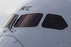 Boeing 787-8 Dreamliner  Ethiopian Airlines  ET-ARE  Brussels Airport (BRU EBBR)  2016 08 29  Parked  01  Copyright  2016 Ivan Coninx (Ivan Coninx Photography) Tags: ivanconinx ivanconinxphotography photography aviationphotography boeing boeing787 b787 787 dreamliner ethiopian ethiopianairlines etare brusselsairport bru ebbr aviation airlines cockpit flightdeck