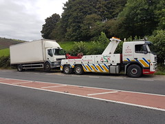 Volvo FM Recovering an 18Ton Box Lorry (JAMES2039) Tags: volvo fm12 tow towtruck truck lorry wrecker heavy underlift heavyunderlift 6wheeler 4wheeler frontsuspend daf 55 ca02tow cardiff rescue breakdown ask askrecovery recovery lf lf55 box body