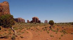 monument valley (Micheline Canal) Tags: usa landscape monumentvalley paysage roche amerique erosion