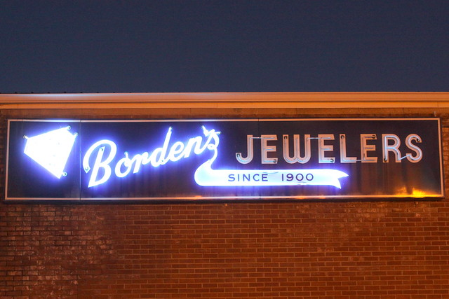 Borden's Jewelers neon sign - Cookeville, TN