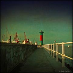 Faro de Portugalete (Dedicada a J. L. Grate) (Jess Gabn) Tags: espaa lighthouse textura faro puerto spain harbour bizkaia portugalete euskadi vizcaya textured jessgabn goldenawardlostcontperdidos