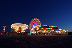 850E6273 - A kid goes to kiddy rides (crimsonbelt) Tags: city longexposure festival kids night fun lights dubai rides