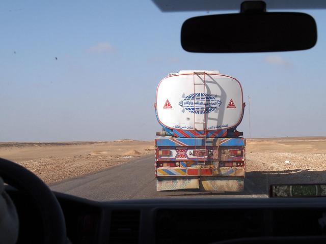 <p>カイロからの砂漠ロードでバハレイアオアシスへ   </p>