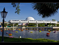 Monorail Monday XXXIX - Volume 3 (DugJax) Tags: monorail waltdisneyworld epcotcenter futureworld ef24105mmf4lisusm internationalflowerandgardenfestival monorailsilver canonrebelt2i