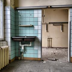 abandoned hospital (milos.moeller) Tags: abandoned ruine krankenhaus abandonedhospital lostplace washhandbasin
