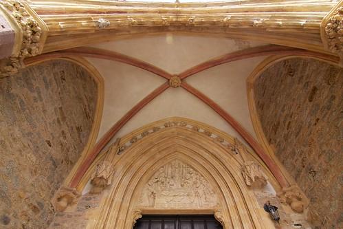 Tympanon portalu południowego kościoła śś. Piotra i Pawła w Strzegomiu