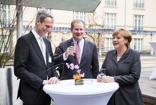 Hauptgeschäftsführer Michael Kemmer (links), Alt-Präsident Andreas Schmitz (Mitte) und Bundeskanzlerin Angela Merkel beim Jahresempfang