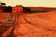 The House On The Hill (Darren Schiller) Tags: abandoned farmhouse rural ruins rustic australia disused derelict decaying midnorthsouthaustralia