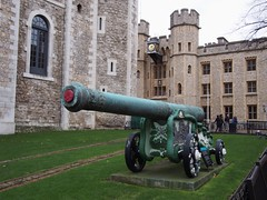 (procrast8) Tags: tower london britain england united kingdom uk cannon white crown jewel