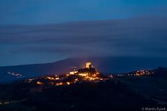 San Quirico d'Orcia (Martin Zurek) Tags: abend beleuchtung burg himmel italien nacht reise reiseziel sanquiricodorcia sommer toscana toskana urlaub urlaubsziel blauestunde italienisch tuscany blue hour 5dsr canon