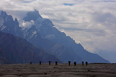 Biafo: Porters and mountains (Shahid Durrani) Tags: biafo glacier karakorams central karakoram national park baltistan pakistan