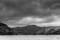 Pont entre dos cels. (.carleS) Tags: canon eos 60d caeduiker stavenger norway bn fiordo