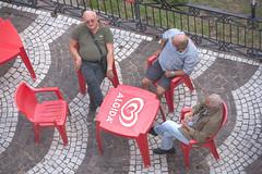 Eravamo quattro amici al bar 02 (Promix The One) Tags: serrapedacecs calabria amici bar sedie tavoli chiacchiere mattoni ringhiera rosso canonos1dsmarkii canonef70200f28lisiiusm