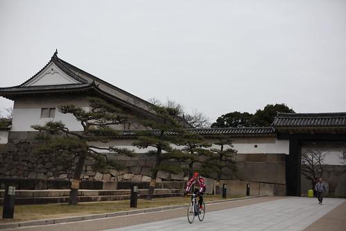 大阪城を疾走する