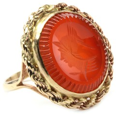 1003. Gold and Carnelilan Intaglio Ring