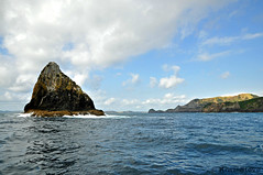 Ninepin Rock, Bay of Islands (Kiwi~Steve) Tags: sea newzealand rock nikon nz northisland bayofislands northland ninepin nikond90 ninepinrock mygearandme