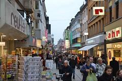 Koblenz Innenstadt (ThomasKohler) Tags: people woman man men shopping germany deutschland women leute menschen mann frau koblenz lahr rheinlandpfalz kaufen einkaufen bummeln reuffel