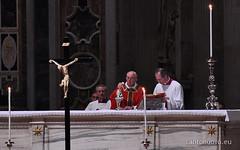 Venerd Santo (Cano Nova) Tags: roma francisco italia vaticano cruz papa sanpietro francesco croce sopedro basilicavaticana venerdsanto celebrazionedellapassionedelsignore