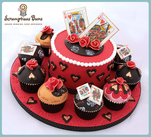 Big Cake Little Cakes Queen Of Hearts